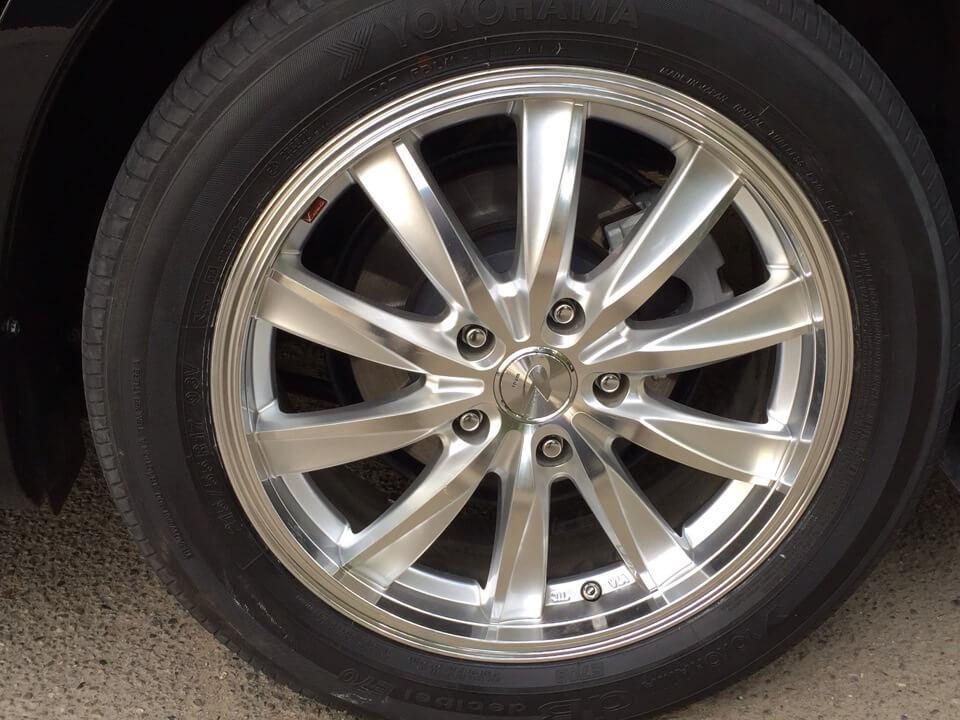 На Камри в Японии используются шины Yocohama, а в России - Michelin