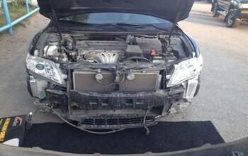 как снять решетку радиатора на Тойоте Камри 40