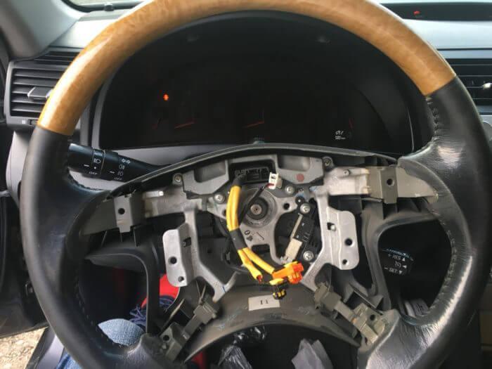 Замена или установка кнопок на руле Камри
