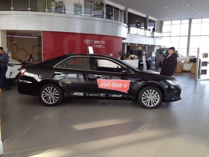 Toyota Camry стала гораздо доступнее для россиян