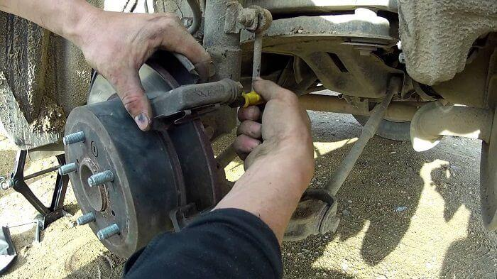 замена тормозных колодок на Тойота Камри 40