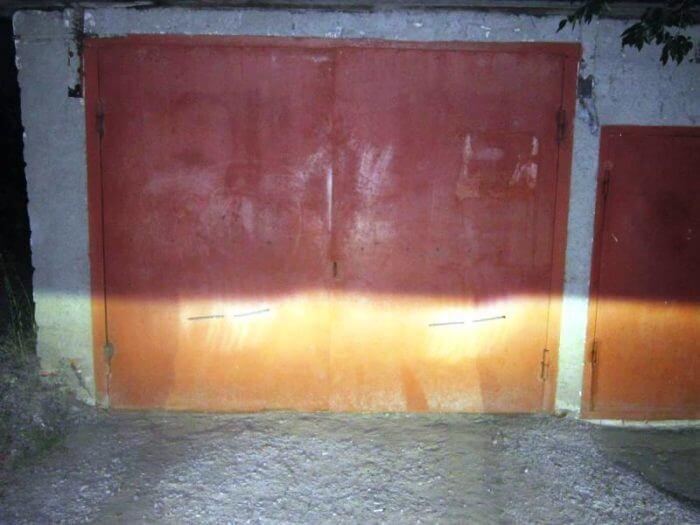 Для регулировки оптики на Камри также могут подойти и гаражные ворота