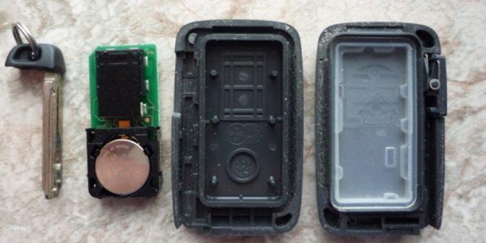 Замена батареек в пульте Камри