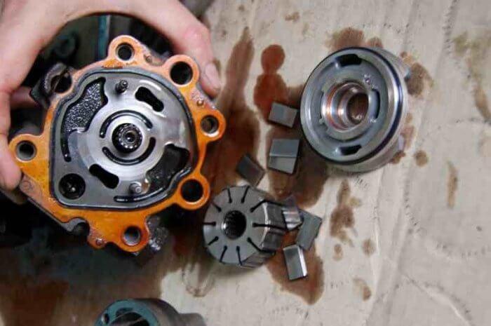 Замена подшипника в ролике гидроусилителя на Тойоте Камри